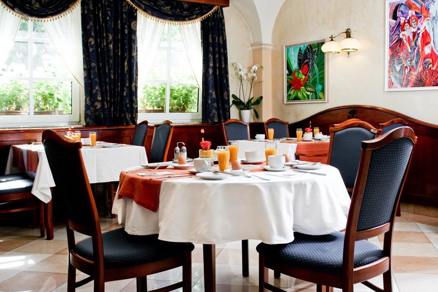 Fonte***Hotel és Étterem